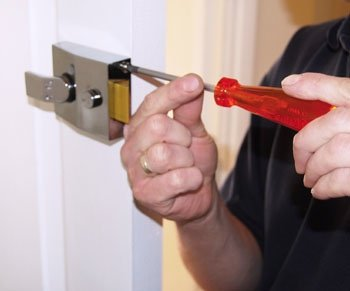 Neighborhood Locksmith Store Berwyn, IL 708-297-9143